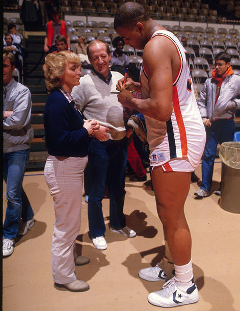 "Charles ""In Charge"" Barkley signing autographs for Auburn ..."