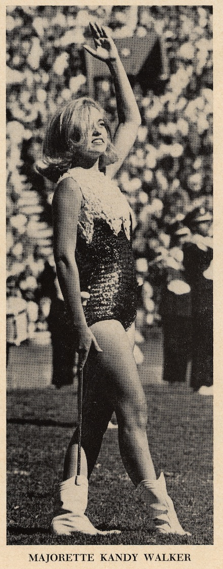 67_Majorette crop kandy walker