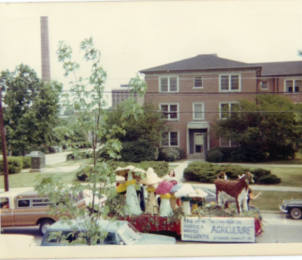 mushroom homecoming float 1976