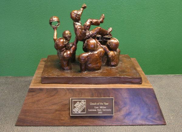 gus malzahn wins the home depot coach of the year award