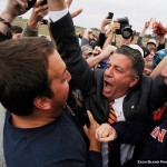 AU student David McKinney, Bruce Pearl best friends forever in photo snapped at coach's arrival at Auburn airport