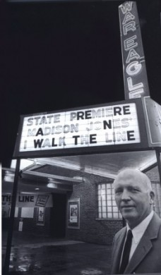Jones at the premiere of 'I Walk the Line' in 1970.