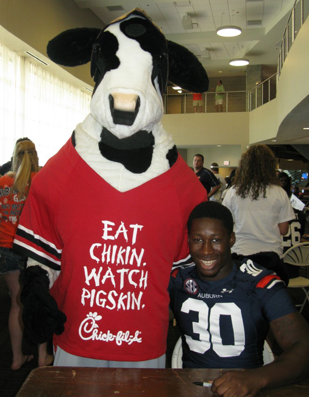 buy popular 32c51 96f3a Cassanova McKinzy poses with the Chick-fil-A Cow