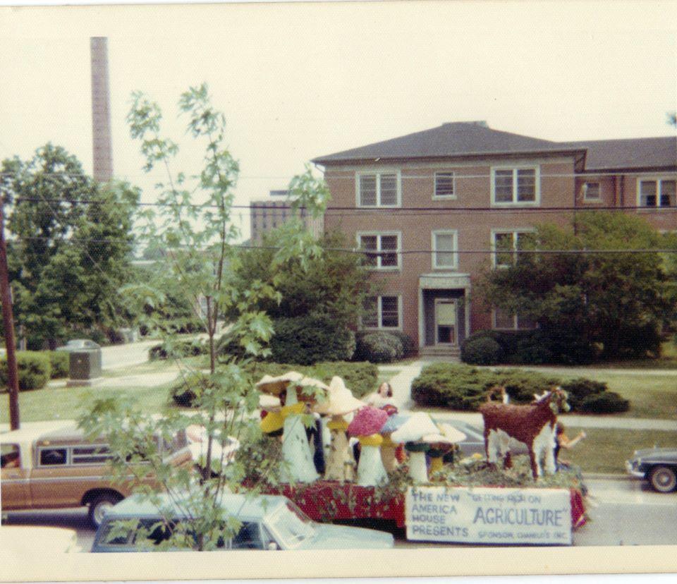 mushroom homecoming float 1976